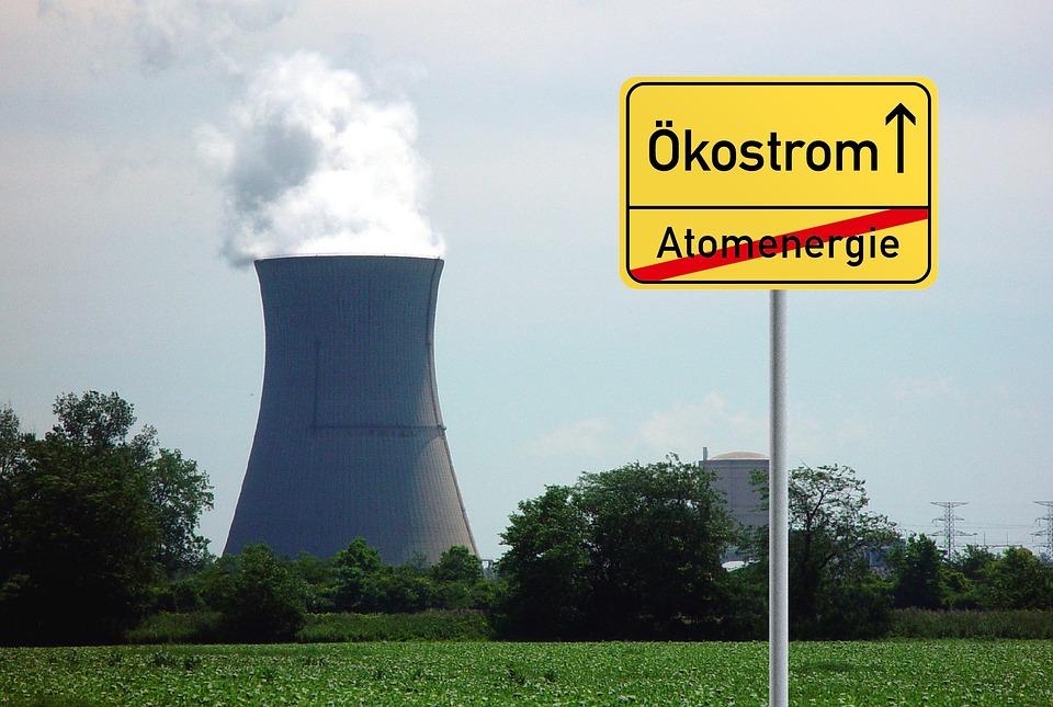 Atompolitischer Infostand und Bürgergespräch mit Kerstin Andreae und Sylvia Kotting-Uhl